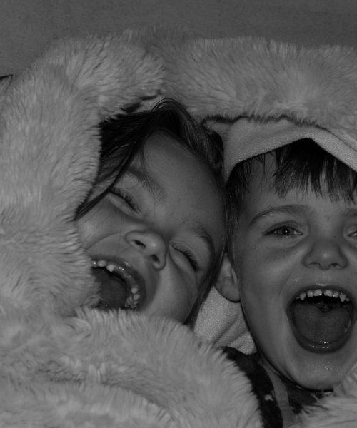 Snuggled Up by Caroline Dunbar - iPhone 7